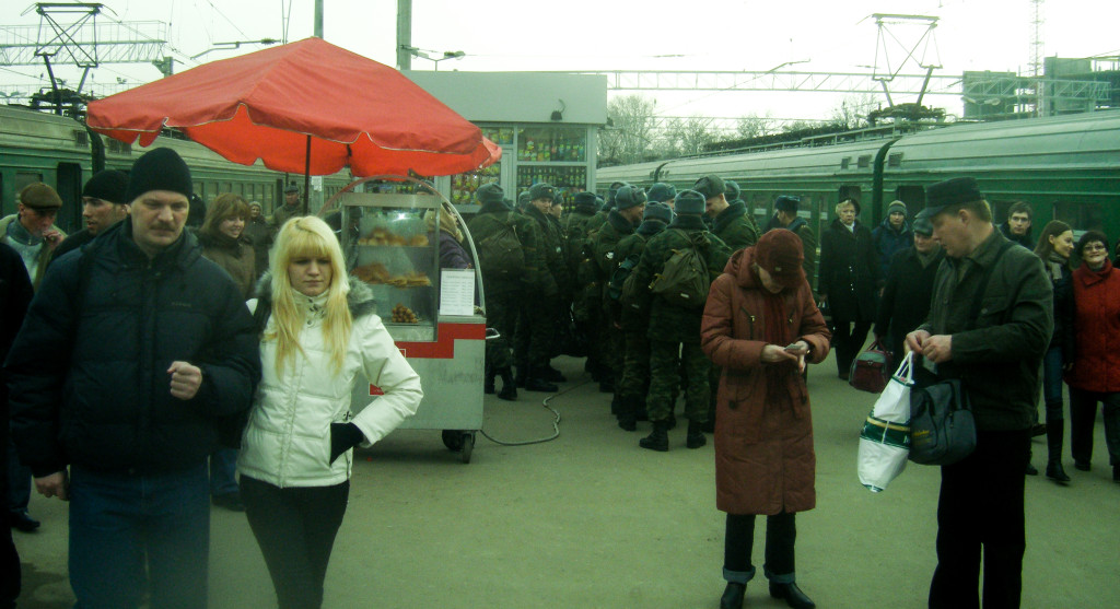 Russian conscripts on the platform in Moscow