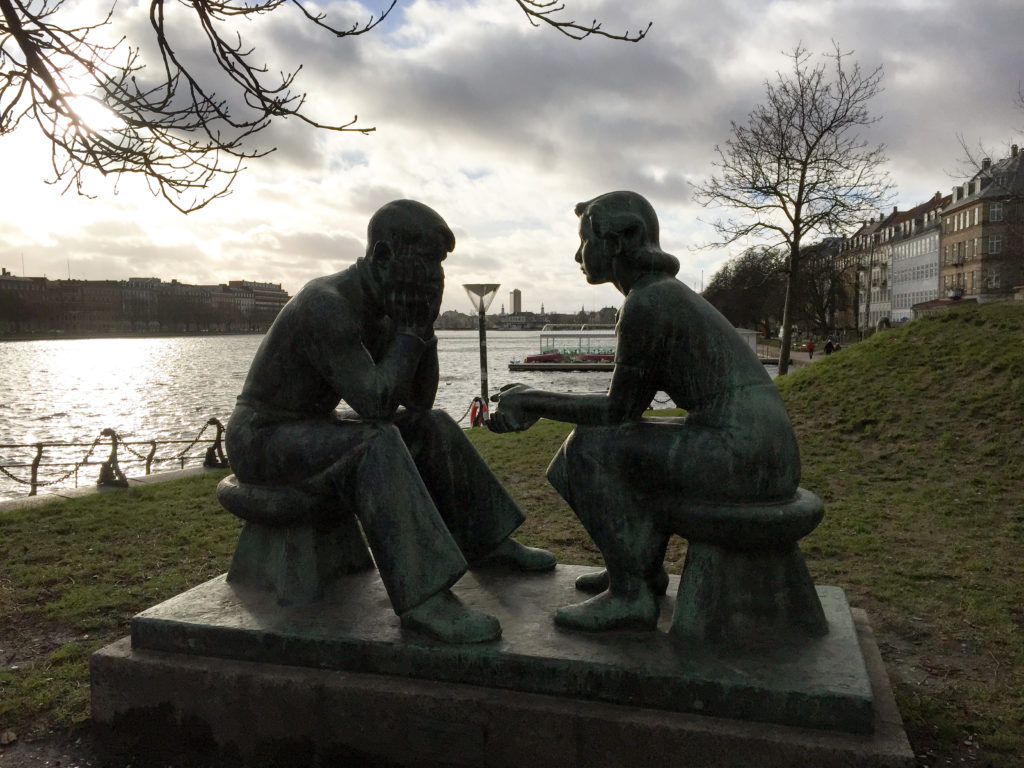 copenhagen-young-couple-statue